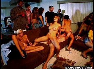 कमबख्त पार्टी नंगा नाच