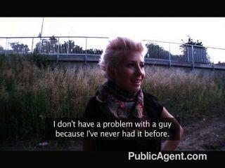 गोरा समलैंगिक प्यार मुर्गा के बारे में झूठ बोला