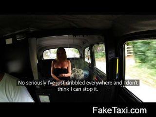 विवाहित महिला टैक्सी सीटों पर पेशाब के लिए बनाता है