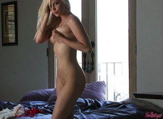 सेक्सी पीला गोरा खेलने