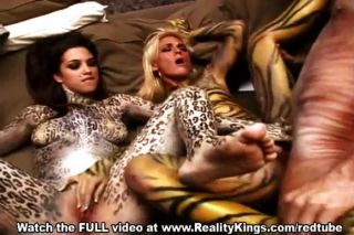 गर्म योनि कार्रवाई में bodypainted सुंदरियों