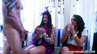 सींग का बना लड़कियों के लिए गर्म मुर्गा की पार्टी