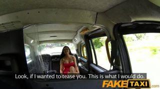 FakeTaxi - हॉट बेब टैक्सी मुर्गा प्यार करता है