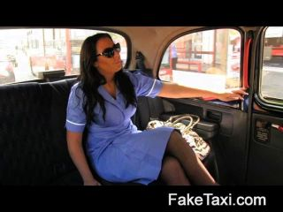 FakeTaxi - कामुक नर्स एक बड़ा मुर्गा प्यार करता है