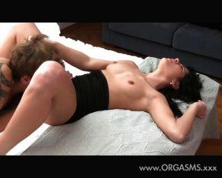 मौखिक संभोग उसे गधे आराम बनाता है