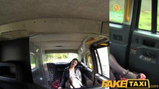 FakeTaxi - प्रेमिका हो जाता है किसी न किसी टैक्सी अश्लील