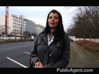 PublicAgent - गर्म श्यामला milf महान स्तन