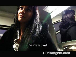 PublicAgent - ट्रेन पर पेनेलोप Fucks