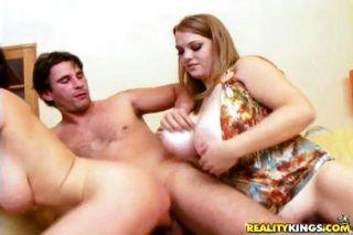 बड़े स्तन और गर्म योनि