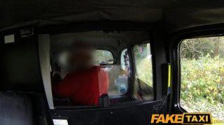 FakeTaxi पार्टी लड़की टैक्सी में गड़बड़ हो जाता है