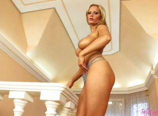 dildo के साथ सेक्सी गोरा खेलने