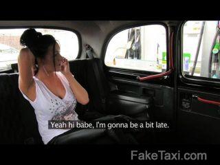 FakeTaxi - मैं अपनी टैक्सी के पीछे उसके पिछवाड़े में सह