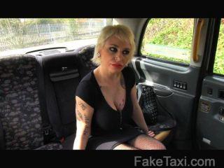 FakeTaxi - विशाल स्तन के साथ स्पेनिश गोरा