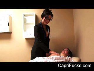 कैपरी cavanni उसके समलैंगिक डॉक्टर fucks