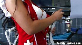 आसा अकीरा एक गर्म नर्स है