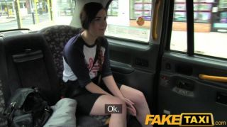 FakeTaxi - बिग टैक्सी मुर्गा के साथ स्पेनिश पर्यटन