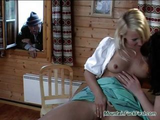 पहाड़ बकवास सह शॉट के साथ उत्सव त्रिगुट सेक्स