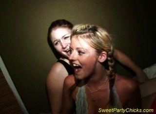 एक पार्टी के बीच में सेक्स
