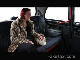 FakeTaxi - ग्राहक नकदी के लिए गड़बड़ हो जाता है