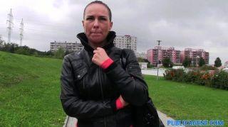 PublicAgent - एलिसिया झुके और गड़बड़