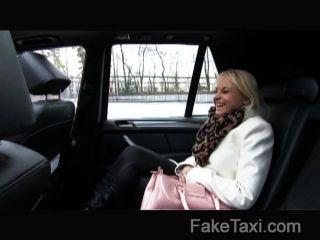 FakeTaxi - गोरा टैक्सी ड्राइवर द्वारा बहकाया