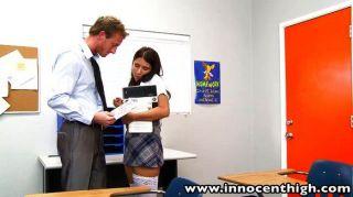 स्वाभाविक रूप से busty छात्रा एवी फॉक्स शिक्षक बेकार