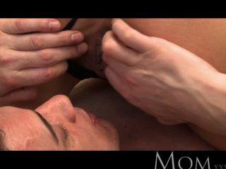 माँ - गोरा milf सुबह में सेक्स प्यार करता है