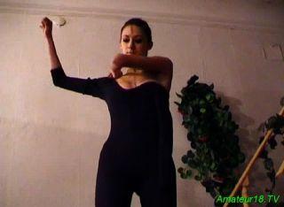 युवा Ballett नर्तकी चूसने