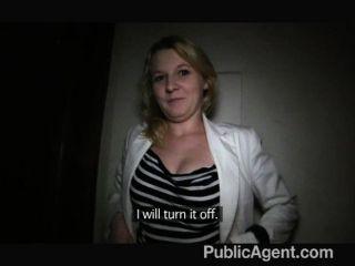 PublicAgent - लघु बालों गोरा यौन संबंध है