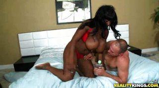 वह कैसे उसके स्तन का उपयोग करने के लिए पता