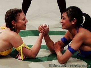 टैग टीम कुश्ती में सींग लड़कियां