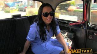 FakeTaxi - ब्रिटिश नर्स fucks टैक्सी ड्राइवर