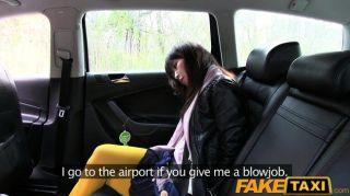 FakeTaxi हॉट एशियाई बेब टैक्सी में टक्कर लगी है