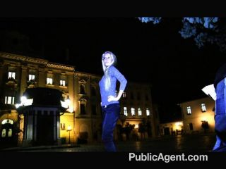 PublicAgent - गोरा milf नकदी के लिए गड़बड़ हो