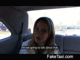 परी मेरी टैक्सी पर मेरा बड़ा मुर्गा द्वारा बढ़ा है