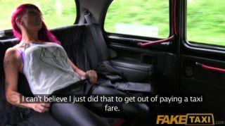 FakeTaxi - काले टैक्सी में पंक रॉक लड़की सेक्स