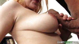 लिली भी उसे सुंदर स्तन गड़बड़ हो जाता है