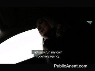 PublicAgent - गोरा stunner अंडरवियर से पता चलता है