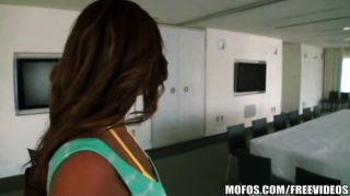 Mofos - Abella जानता है कि गधा स्थानांतरित करने के लिए कैसे