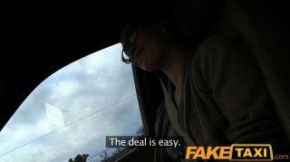 FakeTaxi - standed फ्रांसीसी पर्यटक पैसे कमाता