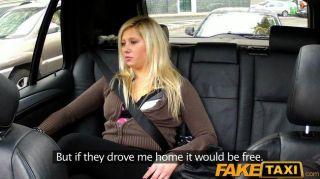 FakeTaxi गोरा टैक्सी में पीछे से यौन संबंध है