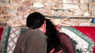 फ्रेंच काले महिला sodomized हो जाता है