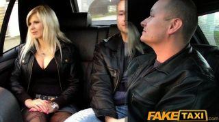 बड़े स्तन गौण पर गोरा fucks FakeTaxi
