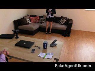 FakeAgentUK - गोद नर्तकी कट्टर चला जाता है