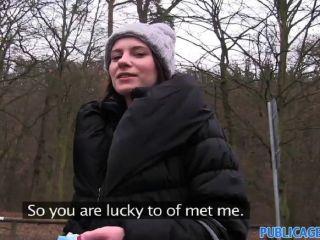 PublicAgent - एक सेक्सी महिला के साथ आउटडोर सेक्स