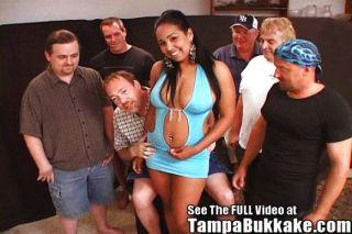 लैटिना आकर्षकता Bukkake नंगा नाच!