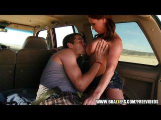 Brazzers - cowgirl उसे कार में मुर्गा की सवारी