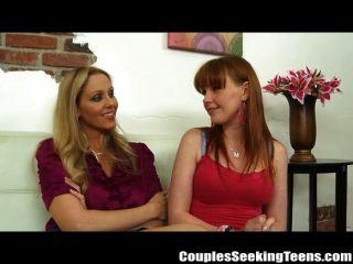 जूलिया ऐन और Marie McCray सह gushing त्रिगुट