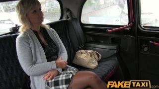 FakeTaxi - गोरा गर्म महिला टैक्सी ड्राइवर