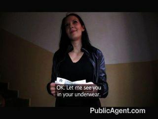 PublicAgent - वह सड़क पर उसे स्तन चमक